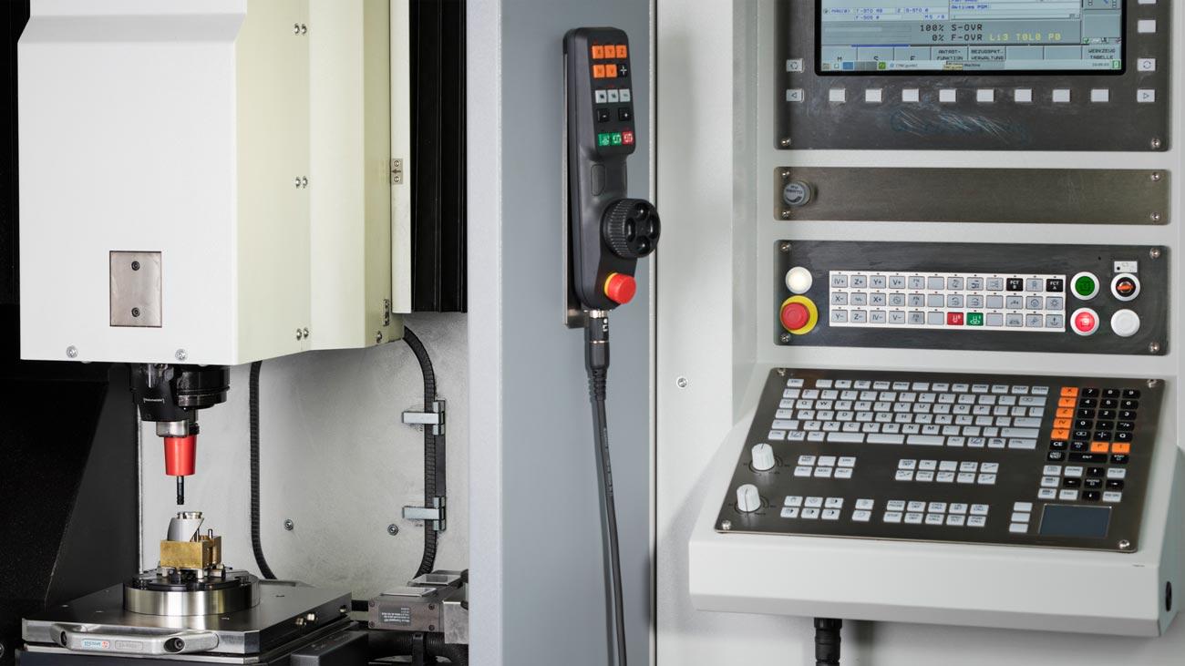 CNC gesteuerte und angetriebene Fräsen