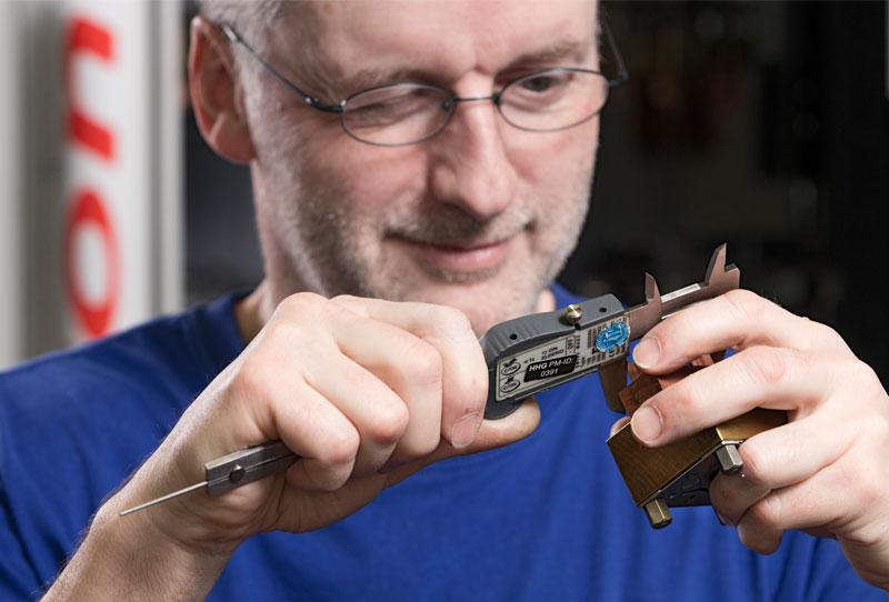 Bei Ferotech AG wir optisch und mit Taster auf Maschinen gemessen
